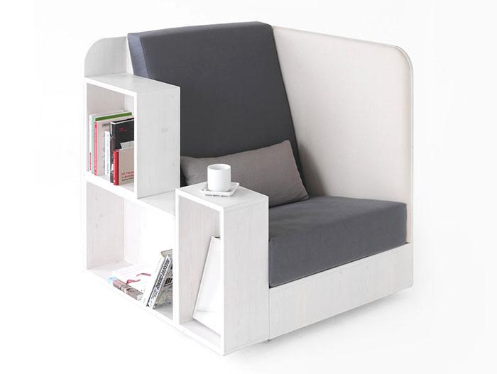необычное кресло с полочками