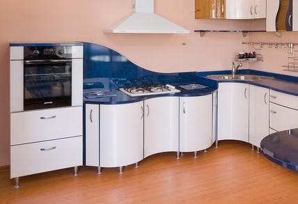 Отдельная установка на кухне встраиваемых плиты и духовки