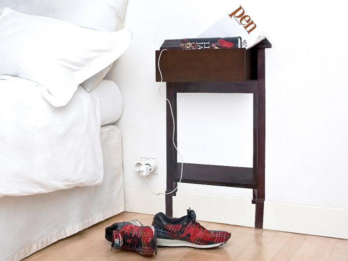 Полка возле кровати