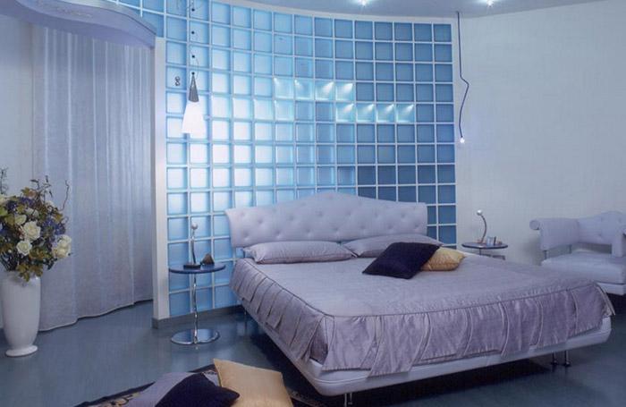 Стеклянная перегородка в спальне