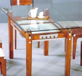 Маленькие обеденные столы в интерьере кухни