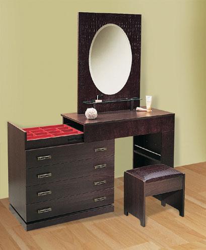 Как правильно спланировать спальню: Комод - Туалетный стол с зеркалом